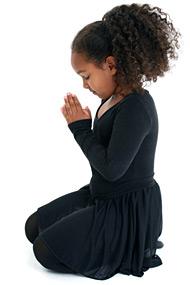 Mädchen macht Yoga - spiritimmobilien.com, Berlin - Karola Lesniak von Spiritimmobilien aus Berlin bietet ganzheitliche Beratung für Käufer und Verkäufer von Immobilien